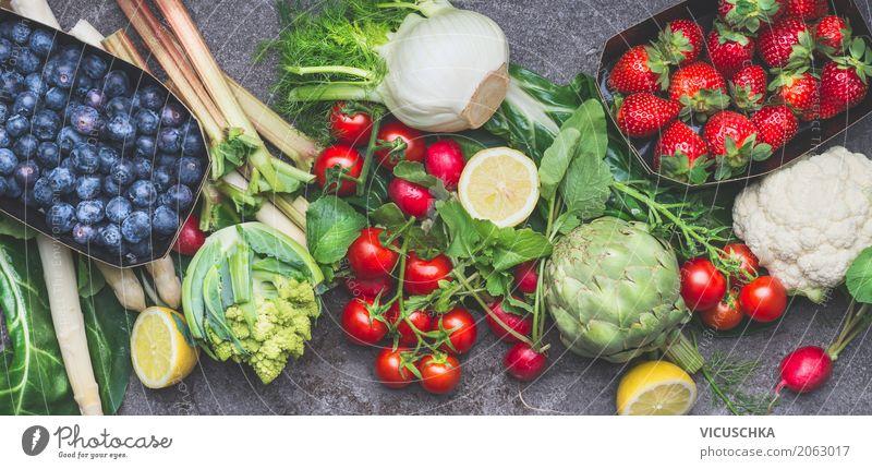 Verschiedene Bio-Gemüse, Obst und Beeren für gesundes Essen Lebensmittel Salat Salatbeilage Frucht Stil Design Gesundheit Gesunde Ernährung Fahne Bioprodukte