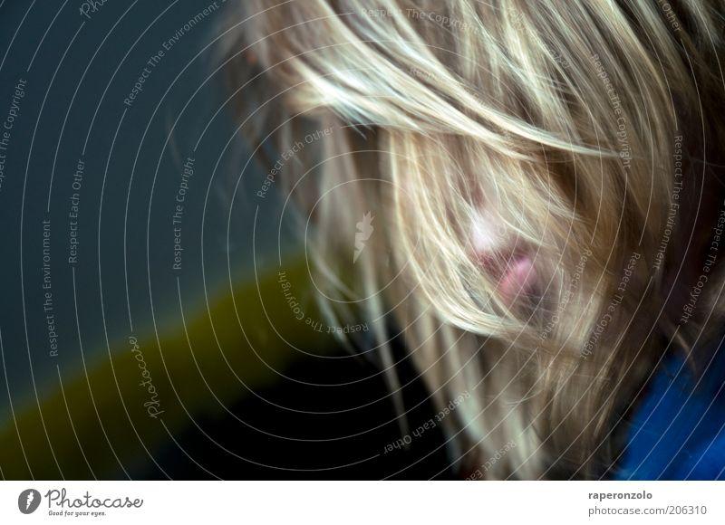 löwe Jugendliche feminin Kopf Haare & Frisuren Denken Mund blond Wandel & Veränderung Lippen Konzentration Verzweiflung Vorhang langhaarig Behaarung untergehen