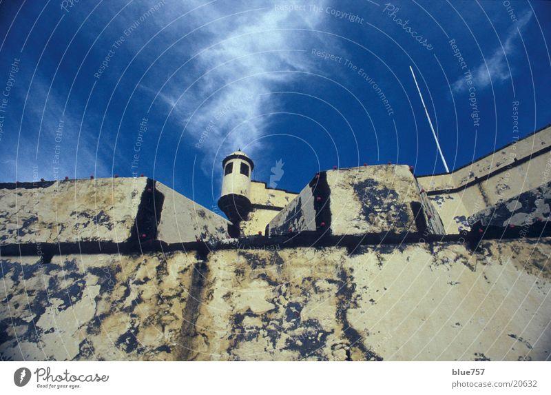 Turm 2 Himmel weiß blau Wolken Mauer Architektur Madeira