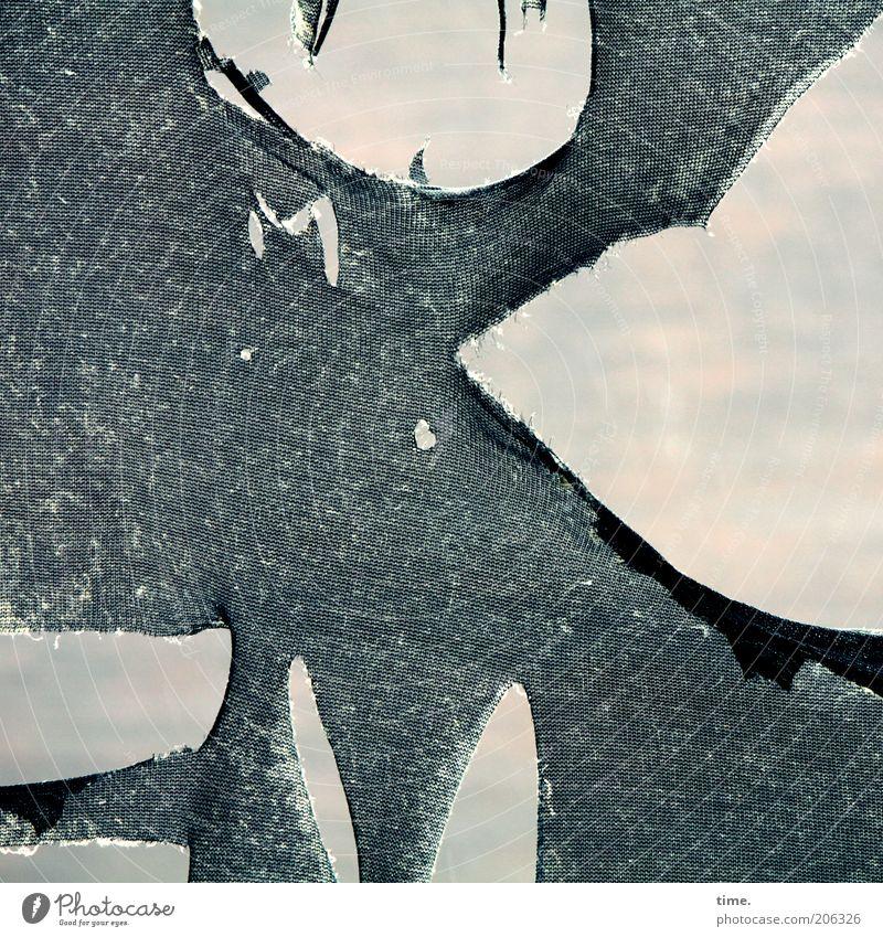 [H10.1] - Hochhausgespenst alt schwarz kaputt Vergänglichkeit Stoff Vorhang Tiefenschärfe Material Zerstörung Tuch Textilien gerissen Durchschnitt Vordergrund