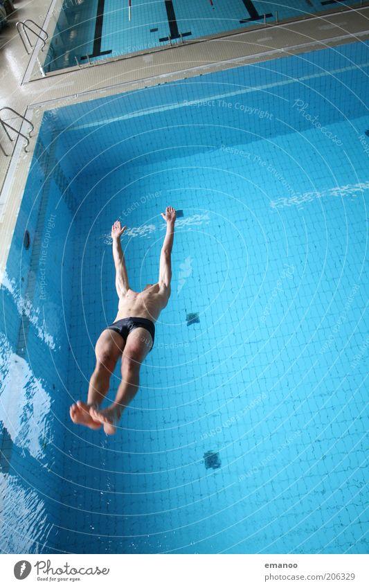 somersault straight Mensch Mann Jugendliche Wasser blau Freude Sport springen Stil Bewegung Körper Erwachsene maskulin fliegen Schwimmbad
