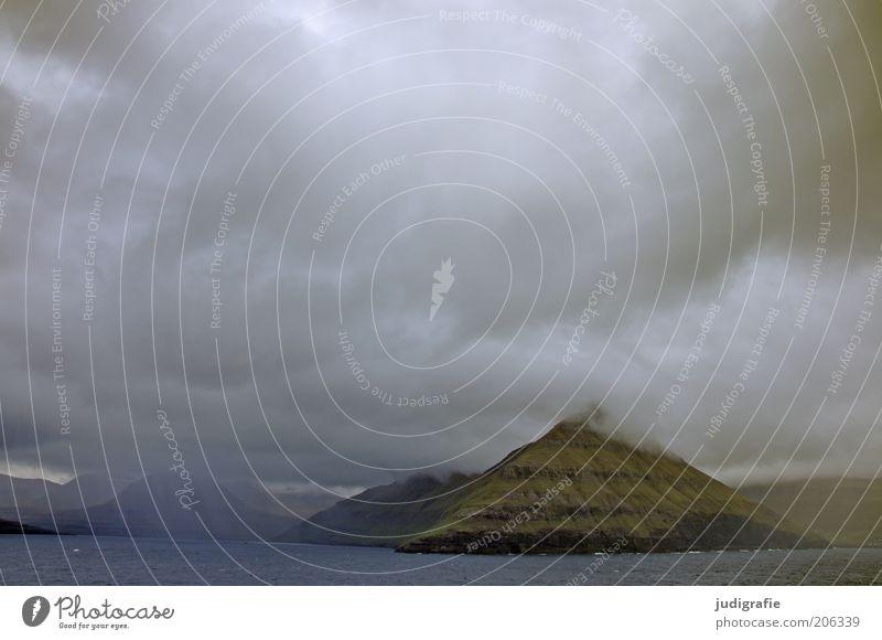 Färöer Umwelt Natur Landschaft Urelemente Wasser Himmel Wolken Klima Sturm Meer Atlantik Insel Føroyar außergewöhnlich bedrohlich dunkel fantastisch kalt
