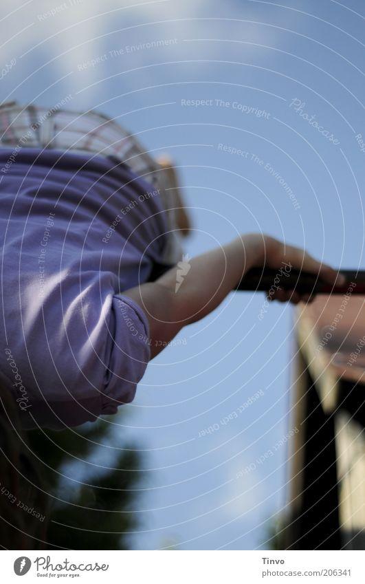 Aufschwung Mensch Kind Mädchen Freude Sport Spielen Bewegung Kindheit Freizeit & Hobby Energie Dach T-Shirt violett Fitness Schönes Wetter drehen