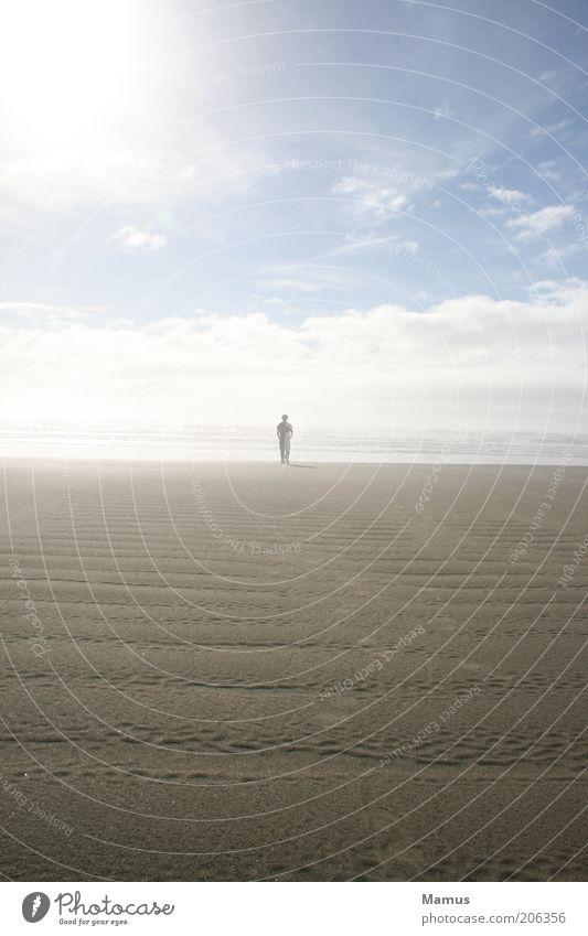 Gone away Ferne Freiheit Sommer Sonne Strand Meer Mensch maskulin Mann Erwachsene 1 Sand Wasser Himmel Wolken Horizont Sonnenlicht Schönes Wetter Nebel Wellen