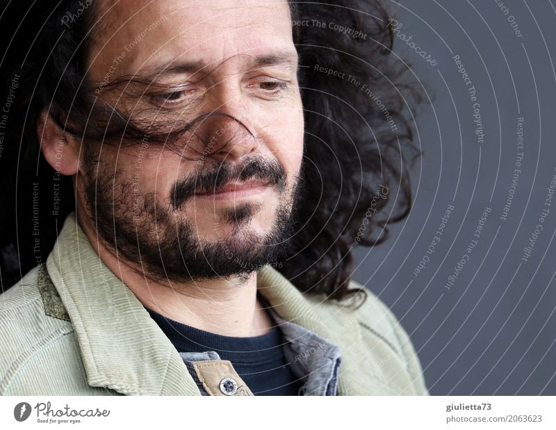 AST 10 | Ein Hauch von Melancholie... maskulin Mann Erwachsene Leben Haare & Frisuren Mensch 45-60 Jahre schwarzhaarig brünett langhaarig Locken Bart