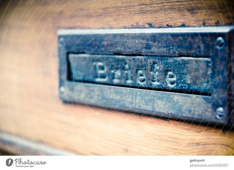 Briefe aus Freiburg (FR 6/10) Briefkasten Holz Metall Stahl alt Kommunizieren Post Gedeckte Farben Außenaufnahme Menschenleer Tag Schwache Tiefenschärfe