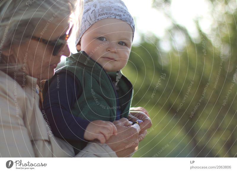 Familienbeziehungen Mensch Kind Frau Freude Erwachsene Leben Lifestyle Senior Gefühle Familie & Verwandtschaft Stimmung Zusammensein Freizeit & Hobby