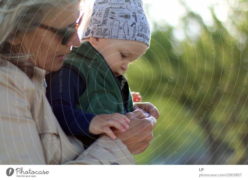 Ein Baby unterrichten Mensch Freude Erwachsene Leben Lifestyle Senior Familie & Verwandtschaft Spielen Glück Stimmung Freizeit & Hobby Beginn lernen