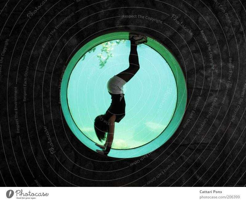 Wo ein Wille ist... Mensch Jugendliche Freude Erwachsene feminin kalt Fenster Stil Freizeit & Hobby Kraft ästhetisch außergewöhnlich Lifestyle Kreis Frau 18-30 Jahre