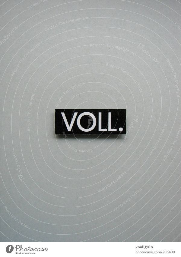 VOLL. weiß schwarz grau Schilder & Markierungen Kommunizieren Schriftzeichen Punkt Hinweisschild Symbole & Metaphern voll Gier Alkoholsucht Schwarzweißfoto
