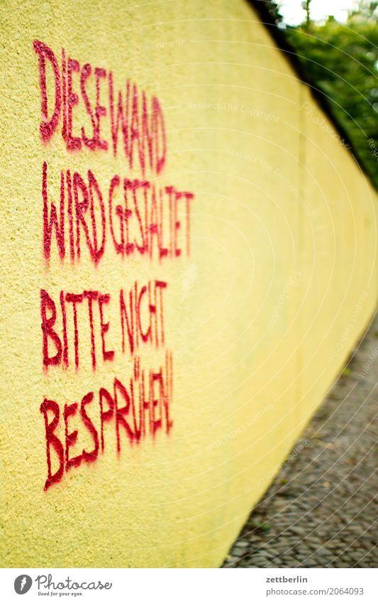 DIESE WAND WIRD GESTALTET rot gelb Wand Mauer Textfreiraum Schriftzeichen Wunsch Gemälde Typographie gestalten Wandmalereien sprühen Heiratsantrag Fluchtpunkt