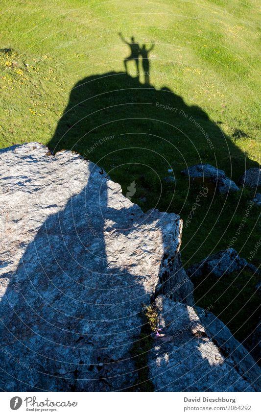 Gipfelstürmer Mensch Ferien & Urlaub & Reisen Sommer Landschaft Erholung Freude Berge u. Gebirge Leben Frühling Wiese Wege & Pfade Glück Freiheit Felsen