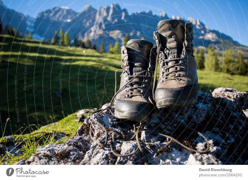 Wanderzeit Ferien & Urlaub & Reisen Tourismus Abenteuer Ferne Sommerurlaub Berge u. Gebirge wandern Klettern Bergsteigen Landschaft Wolkenloser Himmel Frühling
