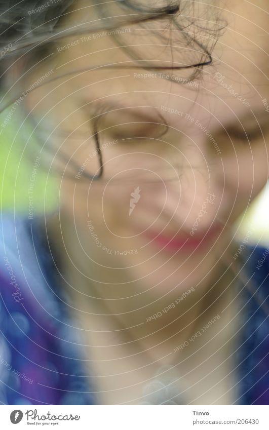 Windspielerei feminin Frau Erwachsene Gesicht 1 Mensch Haare & Frisuren brünett langhaarig Locken schön blau Freude Glück Zufriedenheit Vertrauen Bewegung wehen