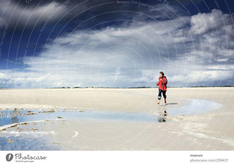 Strandläufer Natur Jugendliche Sonne Meer Sommer Strand Ferien & Urlaub & Reisen Wolken Ferne Leben Erholung Junge Freiheit Glück Sand Landschaft