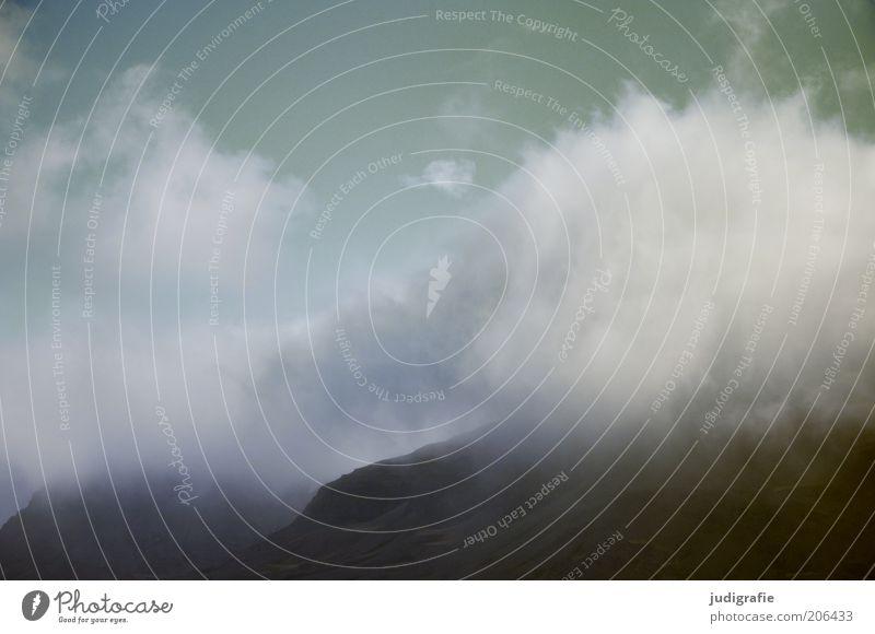Island Natur Himmel Wolken dunkel Berge u. Gebirge Landschaft Stimmung Umwelt bedrohlich Klima natürlich Island Endzeitstimmung Wolkenhimmel