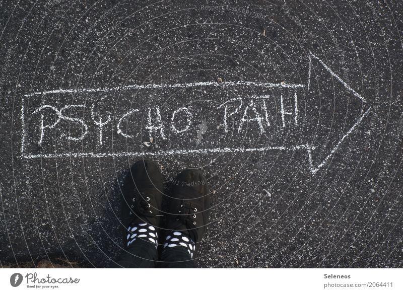 Psycho Fuß Wege & Pfade Zeichen Schriftzeichen Schilder & Markierungen Hinweisschild Warnschild Verkehrszeichen Pfeil Aggression bedrohlich Krankheit verrückt