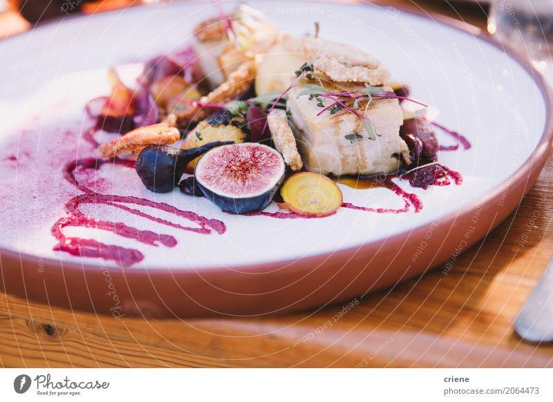 Nahaufnahme des köstlichen Meeresfrüchte auf Platte Lebensmittel Fisch Gemüse Frucht Kräuter & Gewürze Ernährung Essen Abendessen Büffet Brunch Picknick