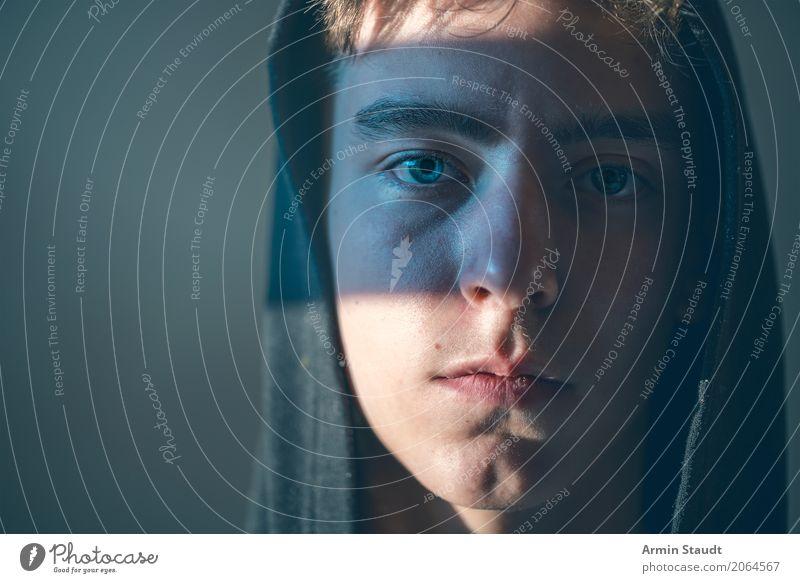 Porträt Mensch Jugendliche schön Junger Mann ruhig dunkel Gesicht Lifestyle Gefühle Stil Haare & Frisuren Stimmung maskulin 13-18 Jahre Kraft authentisch