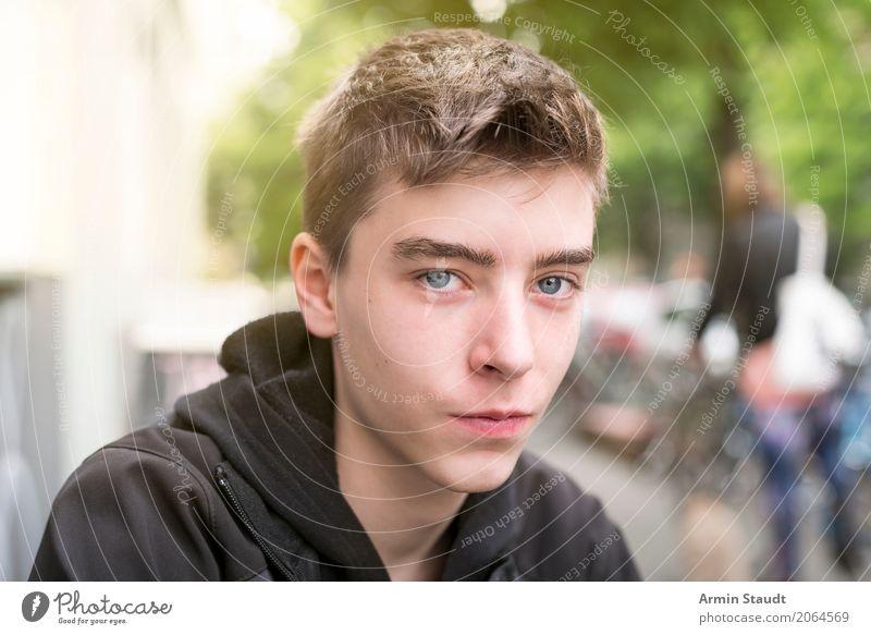 Porträt - Straße Mensch Jugendliche Stadt schön Junger Mann Baum Gesicht Leben Lifestyle Berlin Stil maskulin 13-18 Jahre einzigartig beobachten