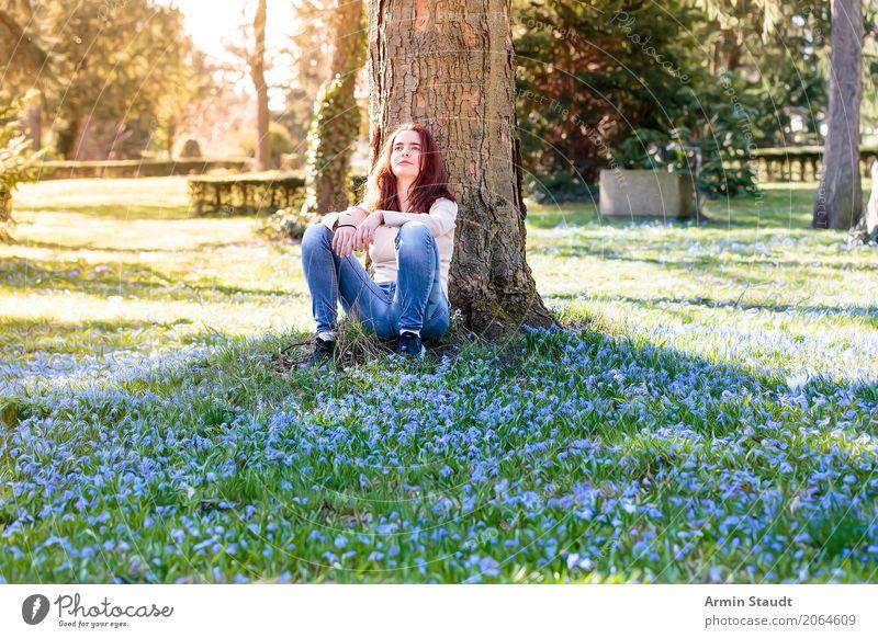 Porträt auf Blumenwiese Lifestyle Stil Freude Glück Gesundheit Leben harmonisch Wohlgefühl Zufriedenheit Sinnesorgane Erholung ruhig Meditation Duft Mensch