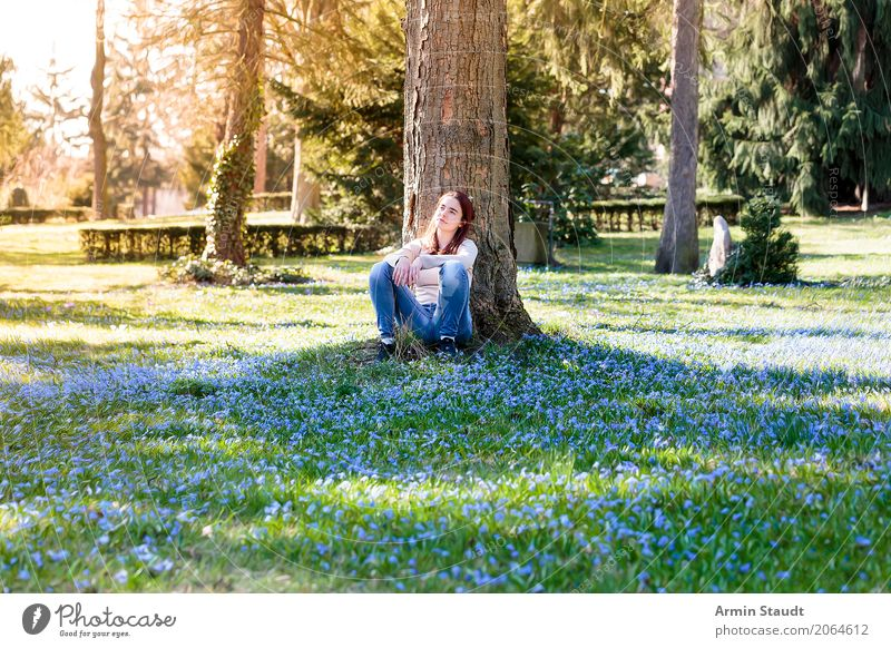 Porträt auf Frühlingswiese Lifestyle Stil Freude Glück Gesundheit Leben harmonisch Wohlgefühl Zufriedenheit Sinnesorgane Erholung ruhig Meditation Duft Mensch