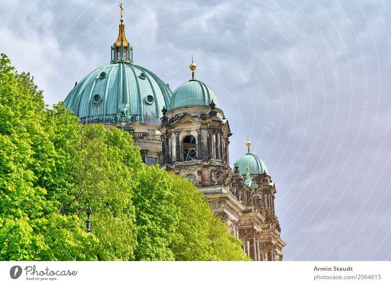 Berliner Dom Natur Pflanze Sommer Stadt Baum Wolken Haus Religion & Glaube Umwelt Frühling Tourismus Stimmung Fassade Park Kirche