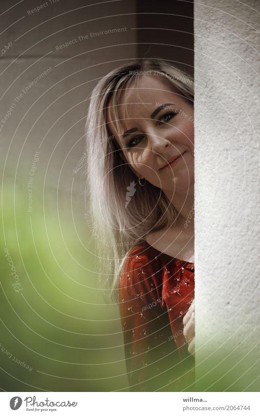giulietta | AST10 Mensch Frau Jugendliche Junge Frau Erwachsene Wand feminin Mauer blond Lächeln langhaarig