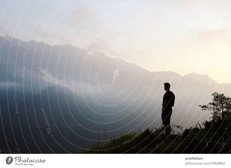 Tempo null Mensch Natur Ferien & Urlaub & Reisen Mann Sommer Landschaft Ferne Berge u. Gebirge Erwachsene Leben natürlich Freiheit Tourismus Ausflug maskulin