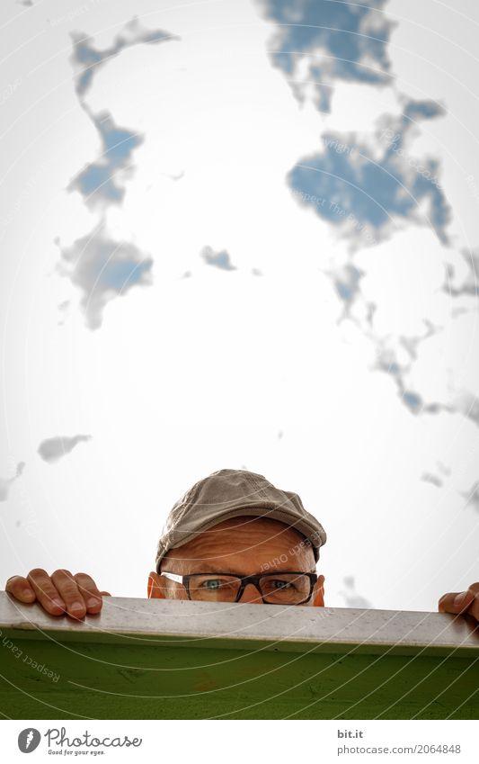 AST10 | Lauer, auf der Mauer Mensch maskulin Mann Erwachsene Wand beobachten entdecken festhalten Blick Verschwiegenheit Farbfoto Außenaufnahme Tag Porträt