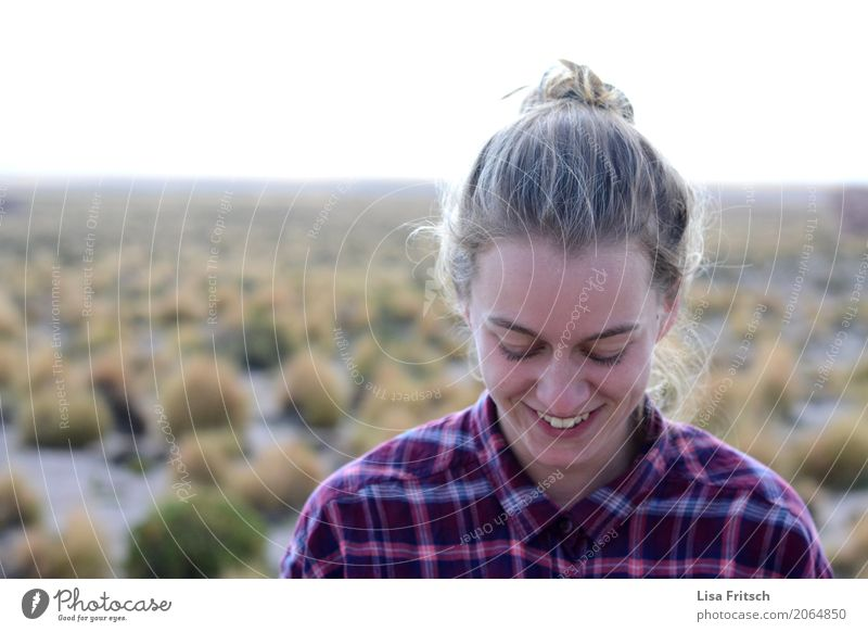 wonderful life Ferien & Urlaub & Reisen Ferne Freiheit Junge Frau Jugendliche 18-30 Jahre Erwachsene Umwelt Natur Landschaft Schönes Wetter Dürre Hemd blond
