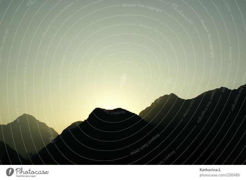 Berge in Österreich Ferien & Urlaub & Reisen Ferne Landschaft Wolkenloser Himmel Sonnenaufgang Sonnenuntergang Schönes Wetter Horizont Gedeckte Farben