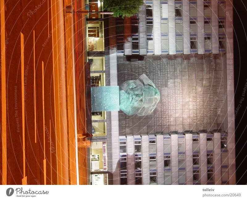 B95lastNight Chemnitz Architektur Karl Marx Kopf