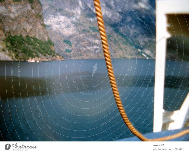 Der rote Hugo Meer Berge u. Gebirge Wasserfahrzeug Küste Seil Felsen Segelboot Lichtbrechung Schiffsdeck Wasseroberfläche Lichtkreis Segeltörn