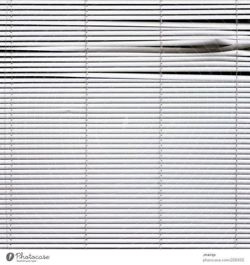 Uneven Design Jalousie Linie einfach kaputt weiß Symmetrie Knick spionieren Schwarzweißfoto Detailaufnahme abstrakt Strukturen & Formen Menschenleer Muster