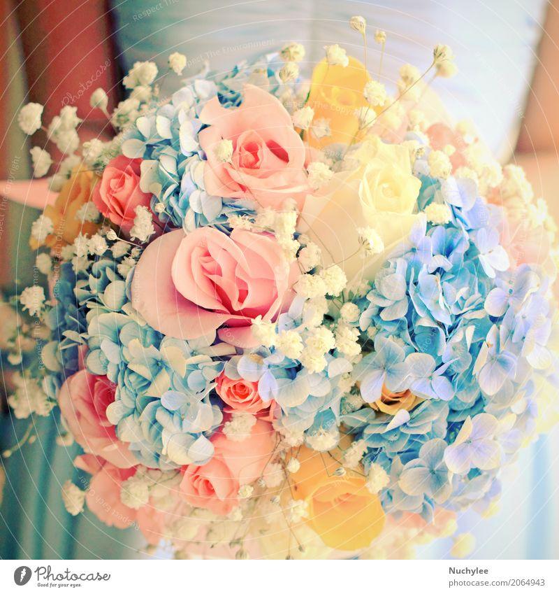 Braut oder Bridemaid mit Blumenstrauß elegant schön Dekoration & Verzierung Feste & Feiern Hochzeit Frau Erwachsene Arme Hand Mode Bekleidung Kleid Schnur Liebe