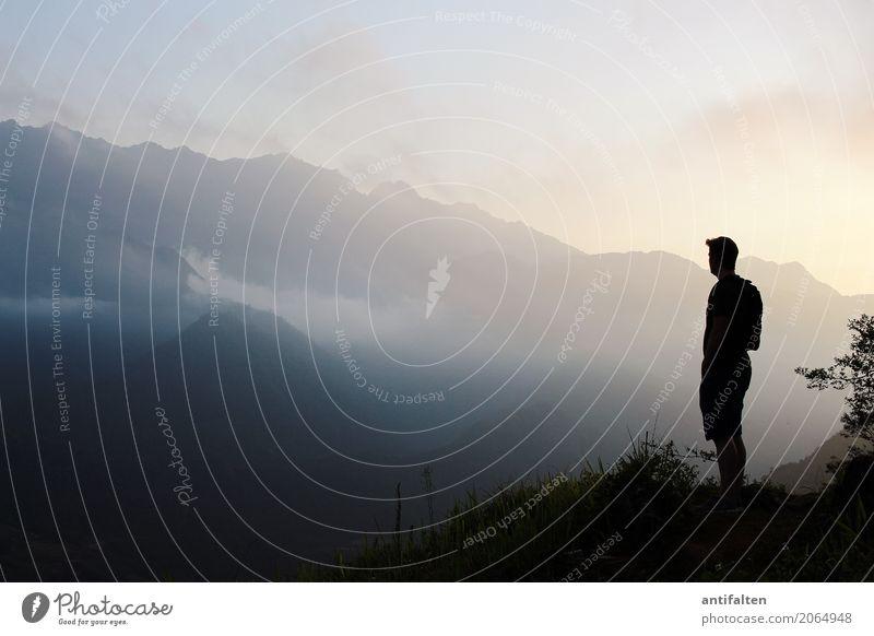 Weitblick Ferien & Urlaub & Reisen Tourismus Abenteuer Ferne Freiheit Sightseeing Berge u. Gebirge wandern maskulin Mann Erwachsene Leben Körper 1 Mensch