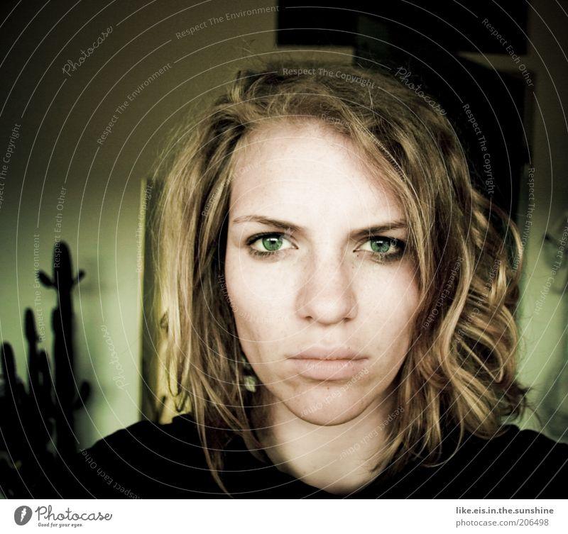 der morgen danach.... Frau Jugendliche Gesicht Auge Einsamkeit feminin Haare & Frisuren Kopf Traurigkeit Mund blond Erwachsene Nase Lippen Wut Kosmetik
