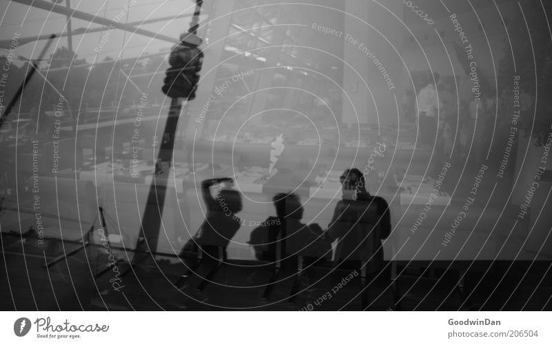 [ 150 ] Flashback Mensch dunkel Gefühle Fenster Menschengruppe Stimmung Architektur Fassade authentisch fantastisch Lebensfreude Unendlichkeit außergewöhnlich
