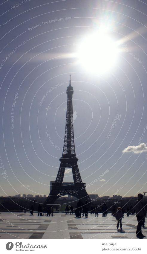 der schiefe Turm von Paris Ferien & Urlaub & Reisen Stadt Sonne Wolken Architektur Reisefotografie Wetter Tourismus Europa Ausflug Romantik Bauwerk Skyline Paris Menschenmenge Wahrzeichen