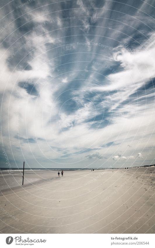 gestrandeter Himmel Mensch schön weiß Meer blau Sommer Strand Ferien & Urlaub & Reisen Wolken Ferne Luft Wellen wandern Wind Wetter
