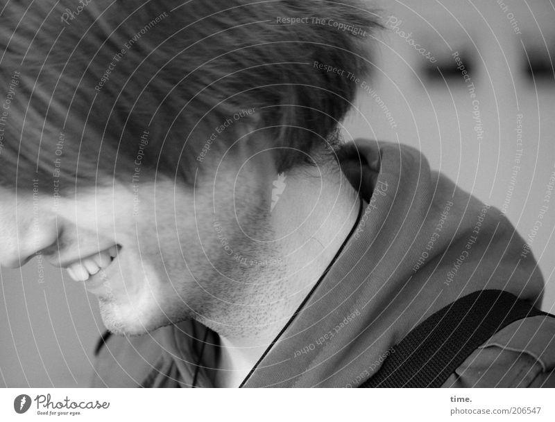 [H10.1] - In feiner Gesellschaft Haare & Frisuren maskulin Mann Erwachsene Kopf Nase Zähne Bart Lächeln Kinn Wange Schwarzweißfoto Innenaufnahme