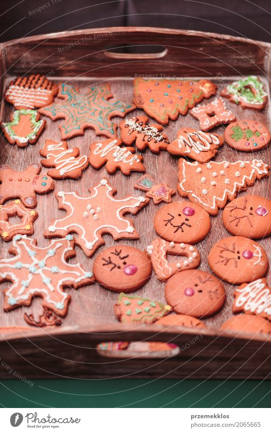 Weihnachten & Advent Holz Lebensmittel Feste & Feiern Dekoration & Verzierung Tisch Süßwaren Tradition machen selbstgemacht Vorbereitung Lebkuchen backen