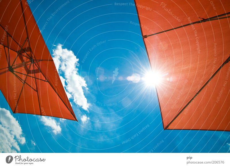sunblocker Wellness Erholung Freizeit & Hobby Sonnenbad Ferien & Urlaub & Reisen Sommer Sommerurlaub Himmel Schönes Wetter Sonnenschirm Wolken hoch blau rot