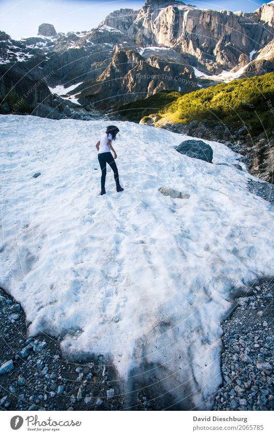 Auf dünnem Eis Mensch Natur Ferien & Urlaub & Reisen Sommer Landschaft Winter Berge u. Gebirge Wärme Frühling Herbst Schnee feminin Felsen Zufriedenheit wandern