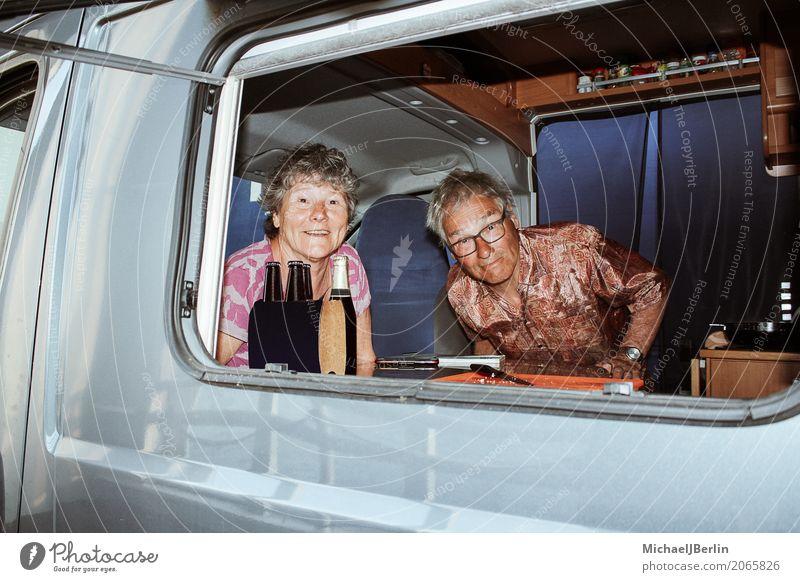 Senioren in ihrem Camping Bus Freizeit & Hobby Ferien & Urlaub & Reisen Mensch maskulin feminin Weiblicher Senior Frau Männlicher Senior Mann 2 60 und älter