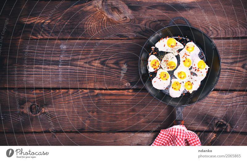 Gebratene Wachteleier weiß Speise Essen natürlich braun oben retro Kräuter & Gewürze Küche Frühstück Fleisch Mahlzeit Top Futter Pfanne Protein