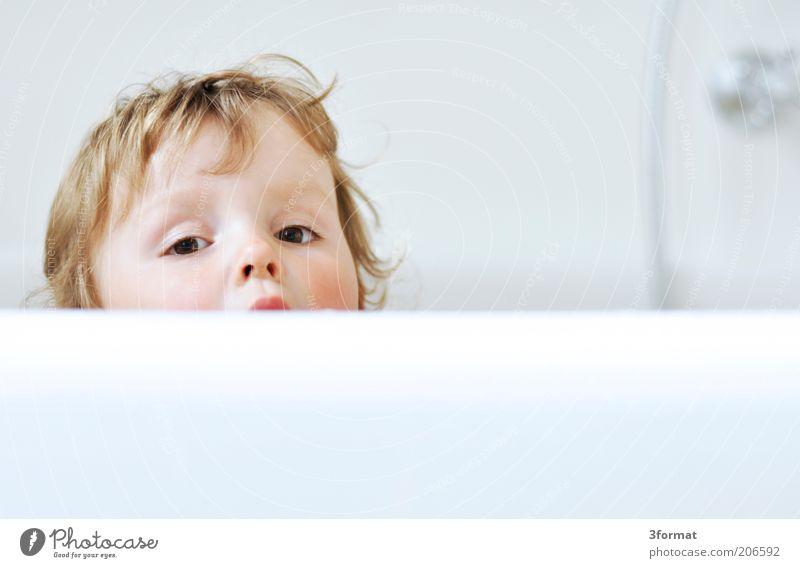 BAD Körperpflege Bad Kindererziehung Kleinkind Mädchen Kopf Haare & Frisuren Gesicht Auge 1 Mensch 1-3 Jahre beobachten Blick Glück hell nass natürlich Neugier