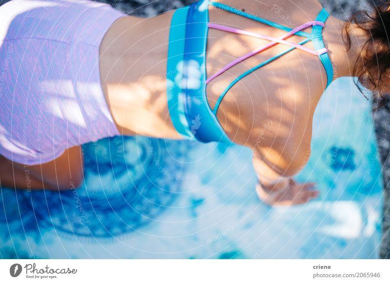 Nahaufnahme der Schönheit Sportübung tuend Lifestyle Körper Haut Gesundheit Gesundheitswesen Behandlung Wellness Leben Meditation Freizeit & Hobby Sonne Fitness