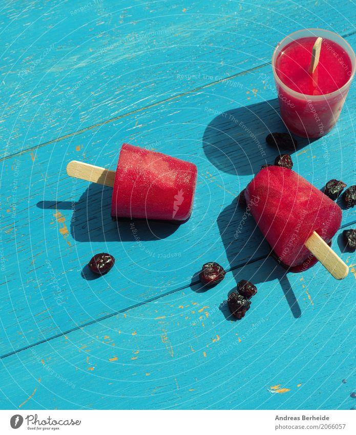 Eis am Stiel Sommer kalt Speiseeis süß Coolness lecker gefroren Dessert Erfrischung Snack selbstgemacht fruchtig Kühlung Lollipop Sorbet Erdbeereis